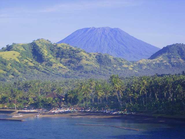 Candidasa bahía y playa con Monte Agung