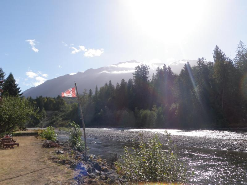 Chilliwack River Guest House with Mountain views, holiday rental in Harrison Hot Springs