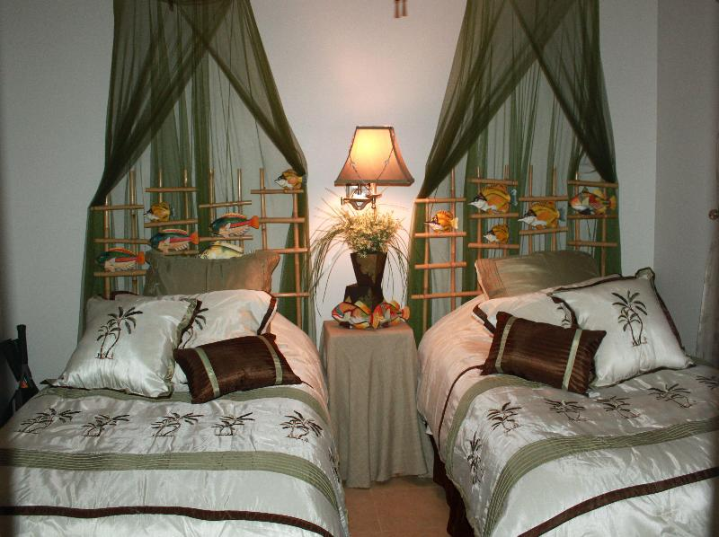 second bedroom twin beds or can have made into King