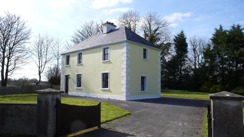 Farmhouse Holiday Vacation Cottage Co Mayo Ireland, location de vacances à Claremorris