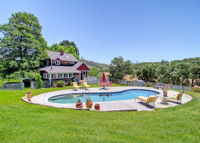 Farmhouse Splendor With All the Amenities!, casa vacanza a Templeton