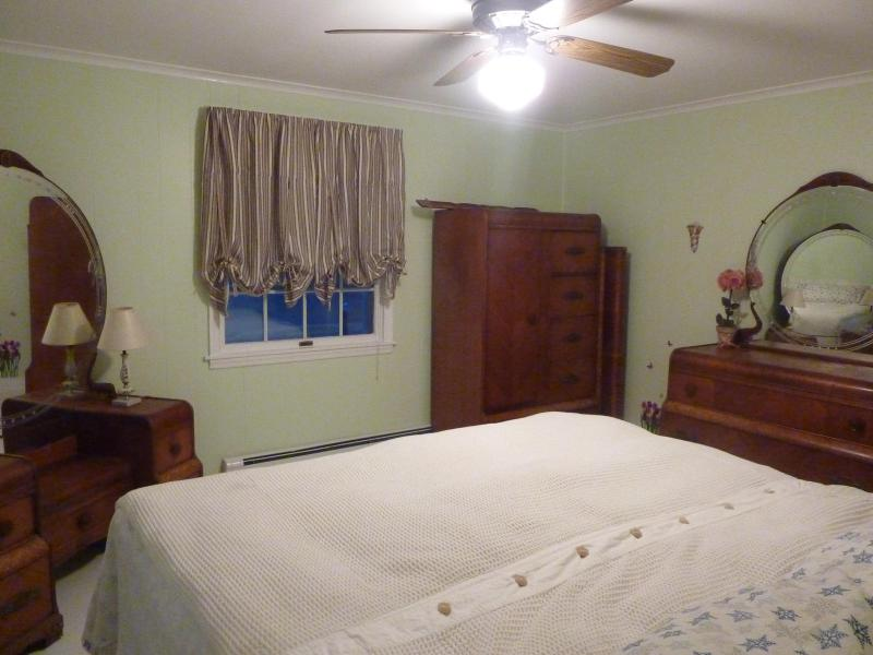 Master Bedroom with King size bed..Nice.....