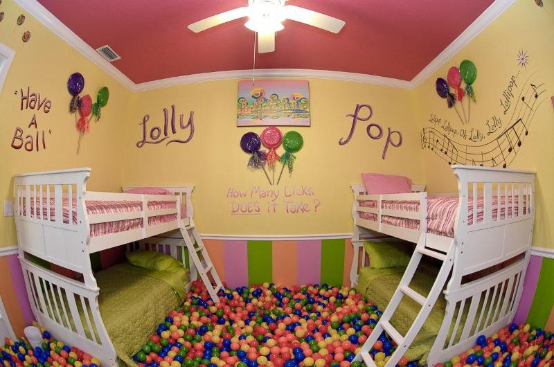 Lollipop Ballroom ! - More photos: www.sweetescapehouse.com