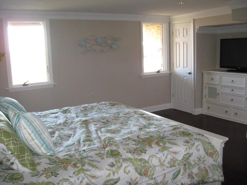 First floor oceanfront king bedroom with 40' TV