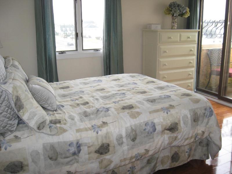 3rd Floor Queen Bedroom w/Private Balcony