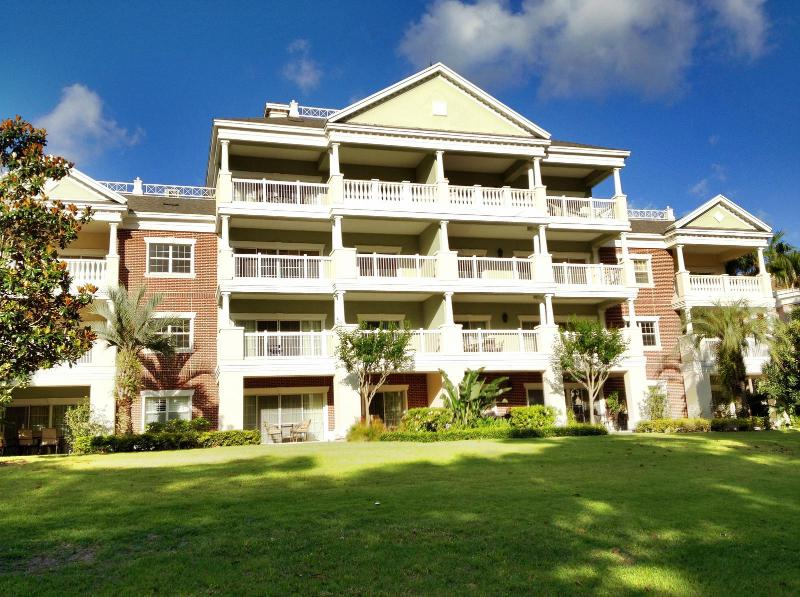 Beautiful 3B/3B Penthouse Disney Vacation Condo, holiday rental in Reunion