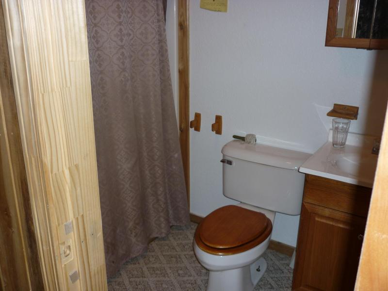 Bagno completo in camera di livello inferiore
