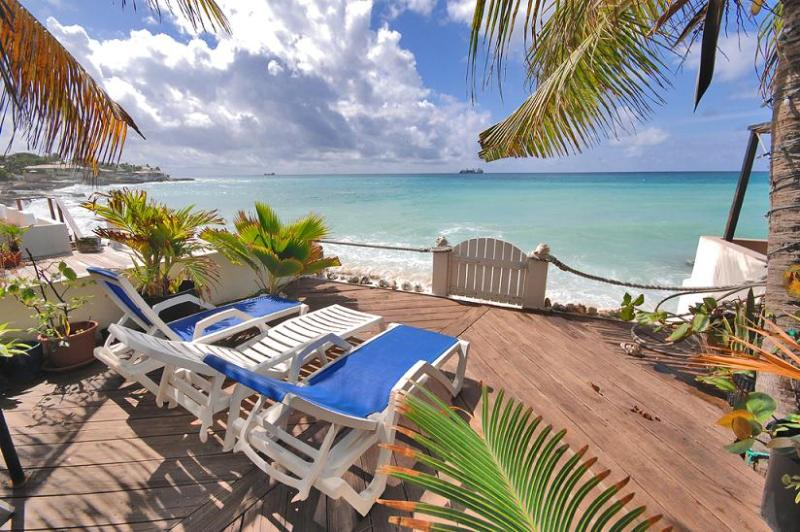 SMART VILLA...Beachfront at Pelican Key, vacation rental in Simpson Bay