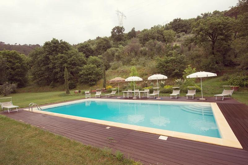 The Valley Farmhouse with swimmingpool near Pisa, location de vacances à Pise