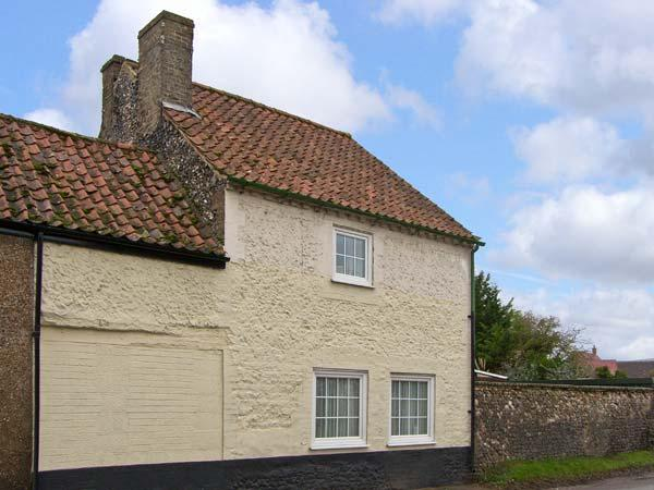 VIOLET COTTAGE, family friendly, country holiday cottage, with a garden in, holiday rental in Hockwold cum Wilton