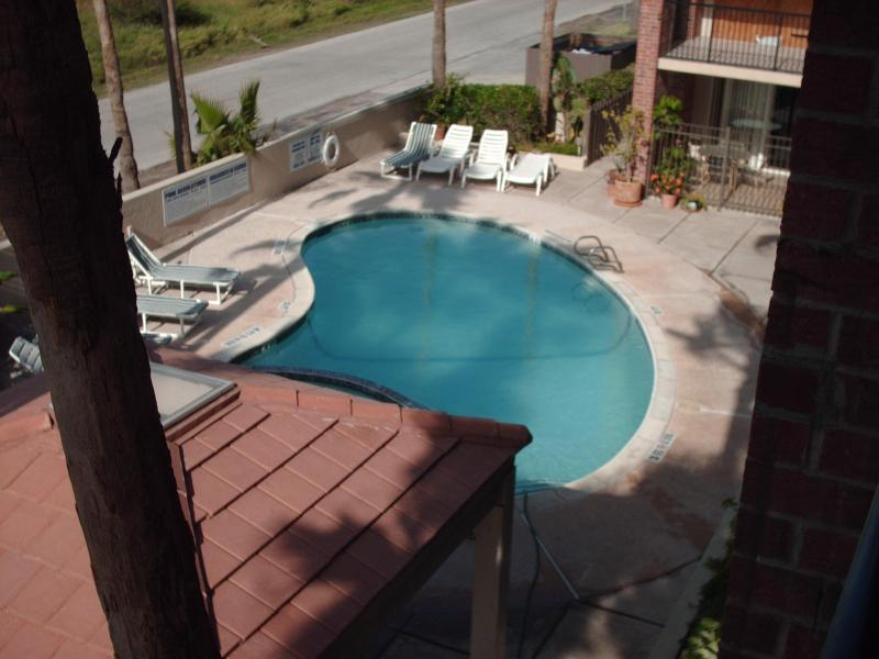 2 bed condo  close to beach  So. Pardre Island, Tx, vacation rental in Port Isabel