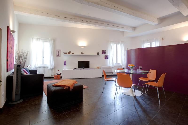 Open Studio Apartment in Florence by Duomo – semesterbostad i Florens