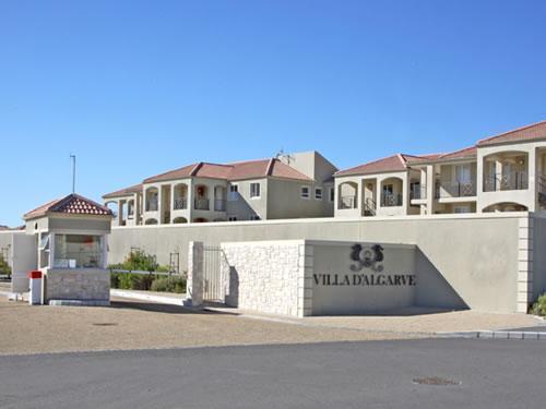 Villa D'Algarve, 3 Bedroom Apartment in Cape Town, vacation rental in Mowbray
