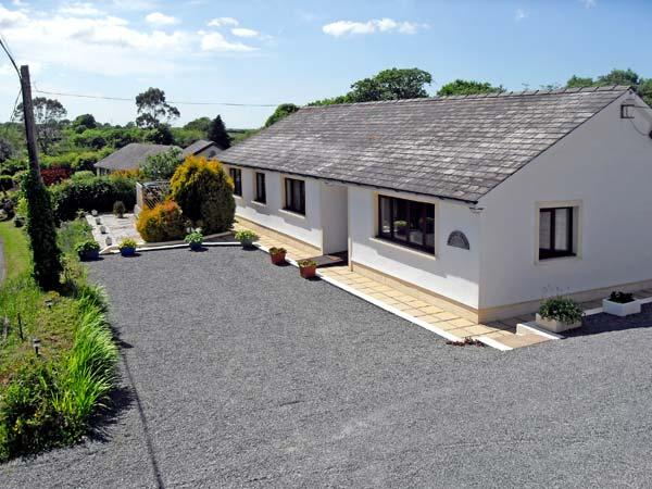 BADGERS BROOK, pet friendly, country holiday cottage, with a garden in, aluguéis de temporada em Narberth