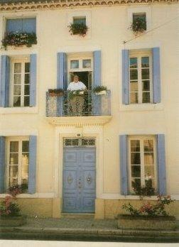 Welcome to Les Roses and enjoy the sweet life of the French lifestyle !!!
