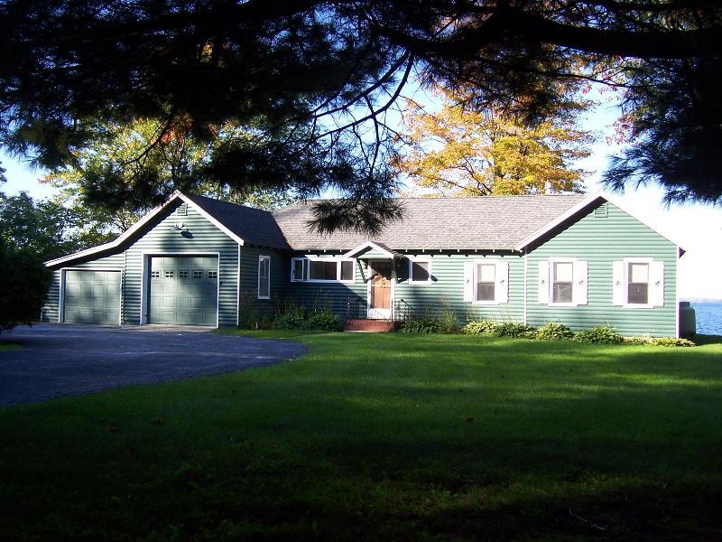 Lake Champlain Sunsets-Cottage style Gem., vacation rental in Burlington