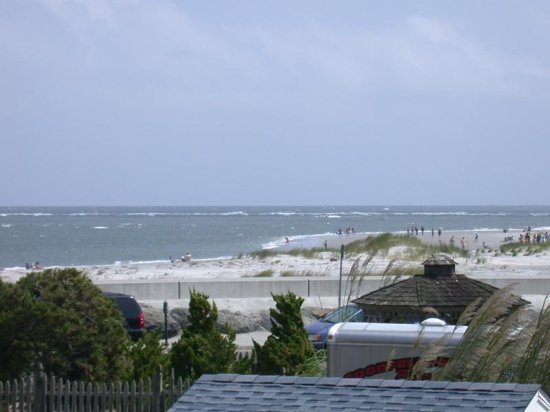 Beautiful Beach Block Ocean View 3 Bd/ 2 Bath, holiday rental in North Wildwood