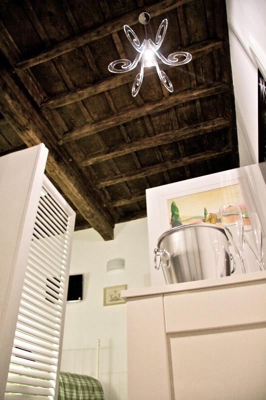 Boschetto Cove Wood ceiling detail