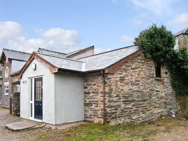 HENDRE ALED COTTAGE 1, delightful single-storey cottage, with two bedrooms and, location de vacances à Gwytherin