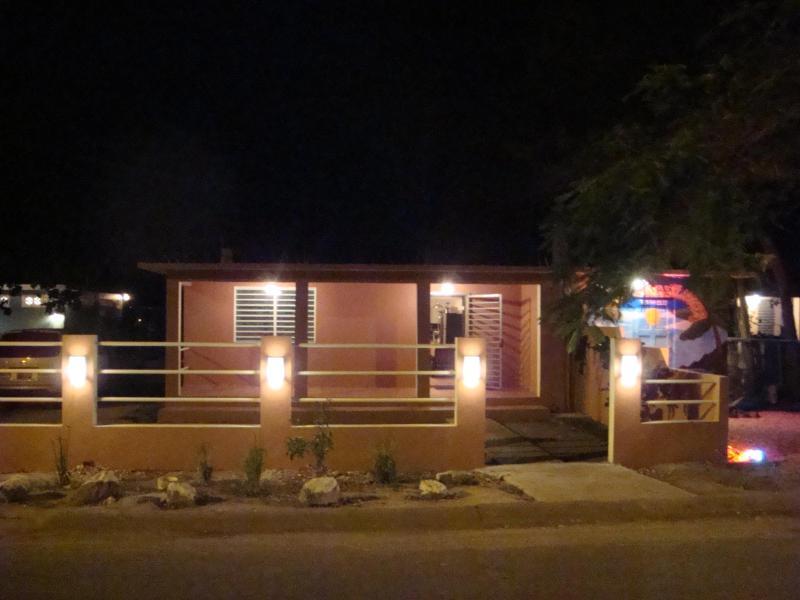 Esperanza strandhuis bij nacht