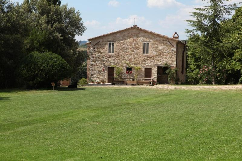 Agriturismo La Fonte five apartments, vacation rental in Perugia