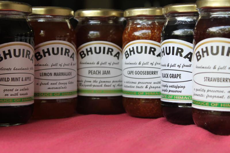 Selección de todo-natural mermeladas, jaleas y mermeladas