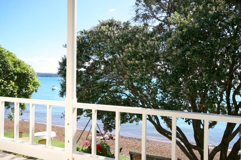 The Gables Waterfront Apartment, holiday rental in Rawhiti