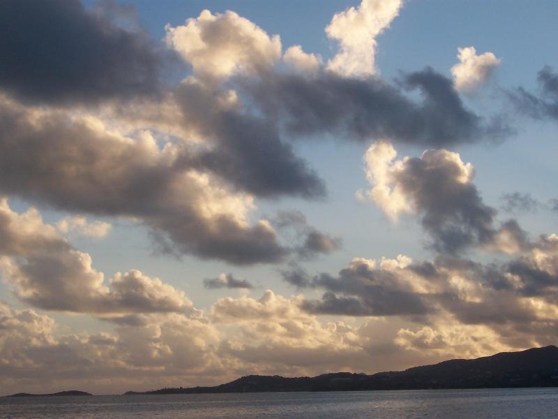 Il y a le plus beau ciel du monde à Sainte-Croix.  Couchers et levers de soleil.