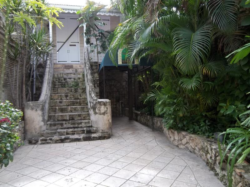 L'entrée pour le Club de Bombay à Christiansted.  Il est l'un des nombreux restaruants grandes dans la ville.