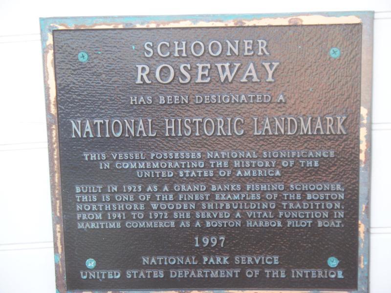 La goélette Roseway hiverne à Sainte-Croix.  Vous pouvez prendre une croisière au soleil couchant.