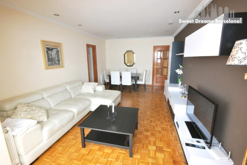 Barcelona Center 7 people Apartment, vacation rental in Rubi