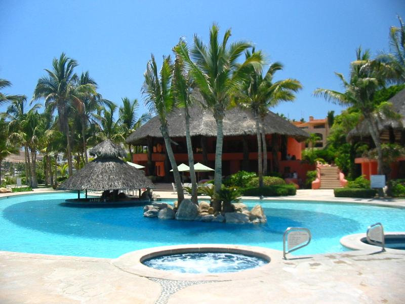 BelAir Resort / Main Swimming Pool with Jacuzzi Circles