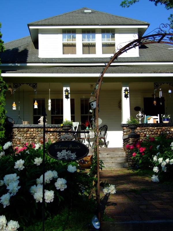 Front of Cobblestone Bed and Breakfast