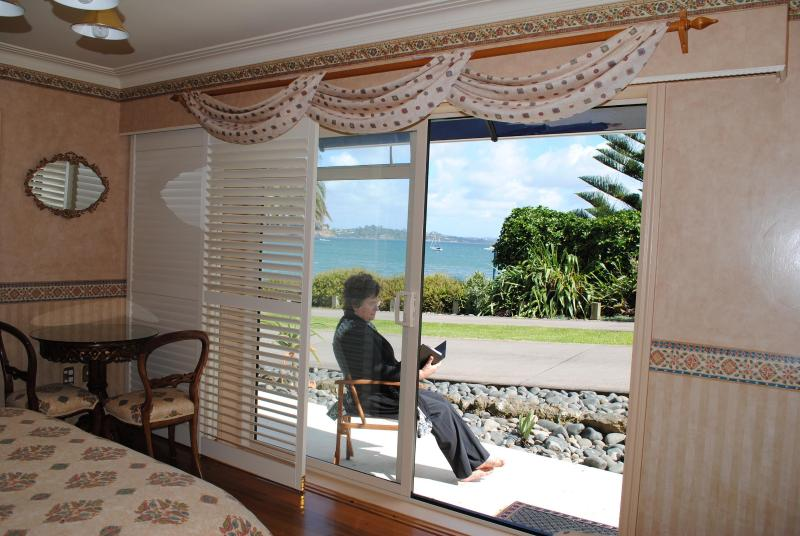 The Tindalls Suite: Affordable Beachfront B&B, holiday rental in Auckland