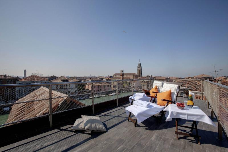 ACQUAMARE Suite with Rooftop terrace & 360° views, location de vacances à Ca Noghera
