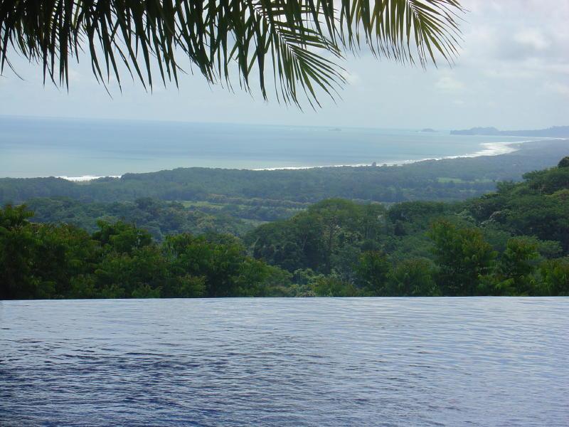 Vista norte hacia el Parque Nacional Manuel Antonio