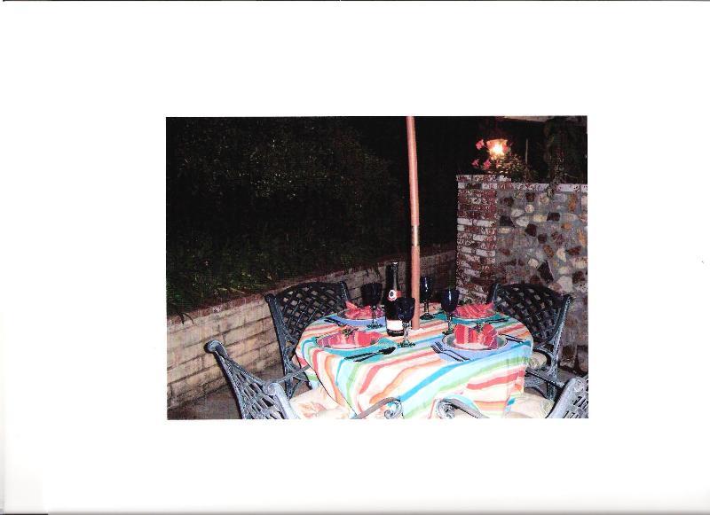 Varför inte ha middag vid poolen med stämningsbelysning att avsluta din vistelse på CASA!
