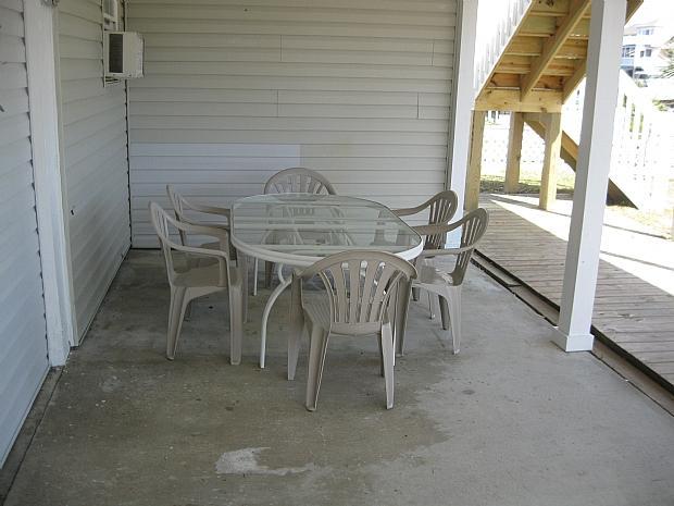 table chaises au niveau du sol