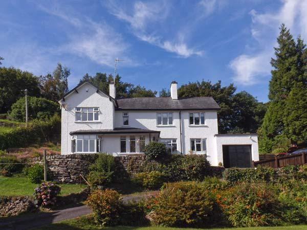 LLECHWEDD, detached cottage, with stunning views, three bedrooms, and patio, casa vacanza a Ganllwyd