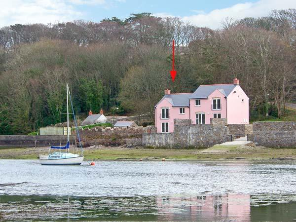 GOLDFINCH, waterside property, luxury accommodation, en-suites and patio, Ref, holiday rental in Herbrandston
