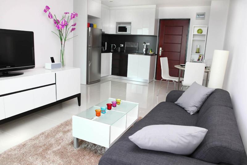 Pattaya Brandnew Designer Apartment with seaview, holiday rental in Pattaya