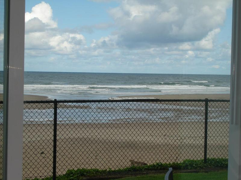 Oceanfront, King, Groundfloor, Pool, WiFi, holiday rental in Lincoln City