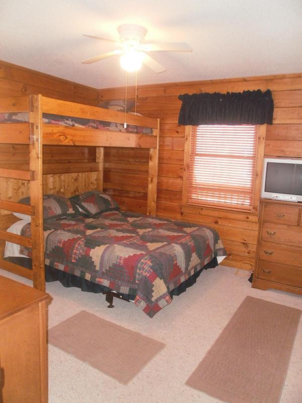 Bedroom 2 - Twin top queen bottom