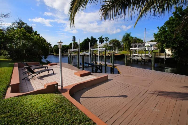 Private boat dock and boat lift