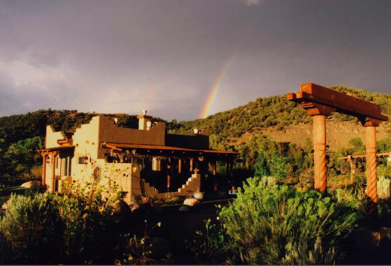 Private, Elegant Casita on River w Panoramic View, holiday rental in Durango