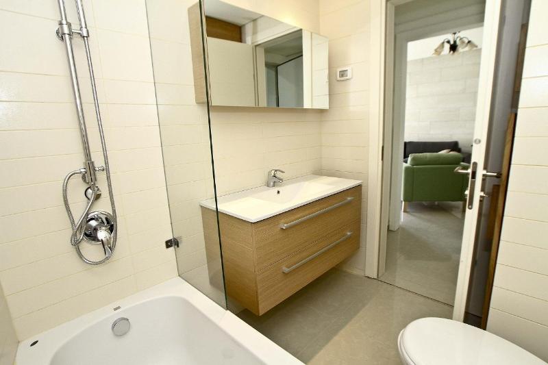 Full 1st Bathroom