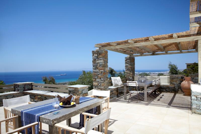 4 Bedroom Villa, 180 m2, Sleeps 10-11, location de vacances à Tinos Town