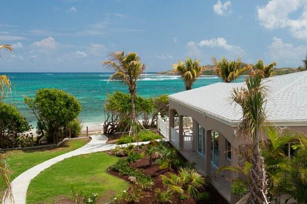 Cruzan Sands Villa - Right on the Beach!