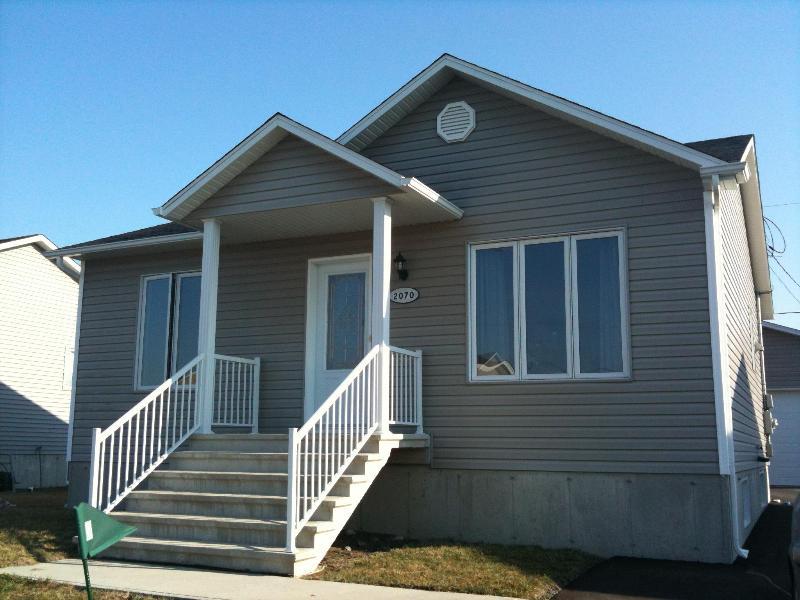 New house between Montreal and Quebec City, location de vacances à Drummondville