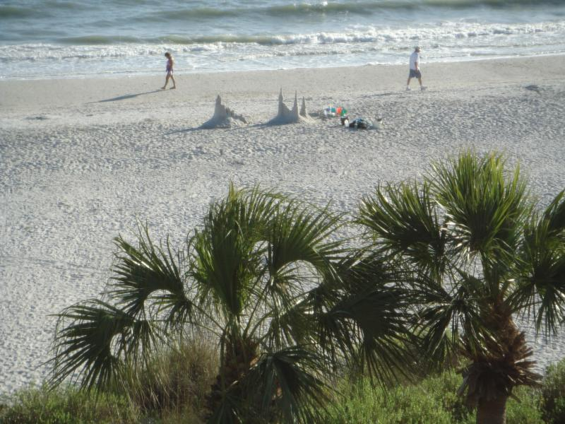 2 Bedroom Penthouse Sanibel Gulf Front Condo, vacation rental in Sanibel Island